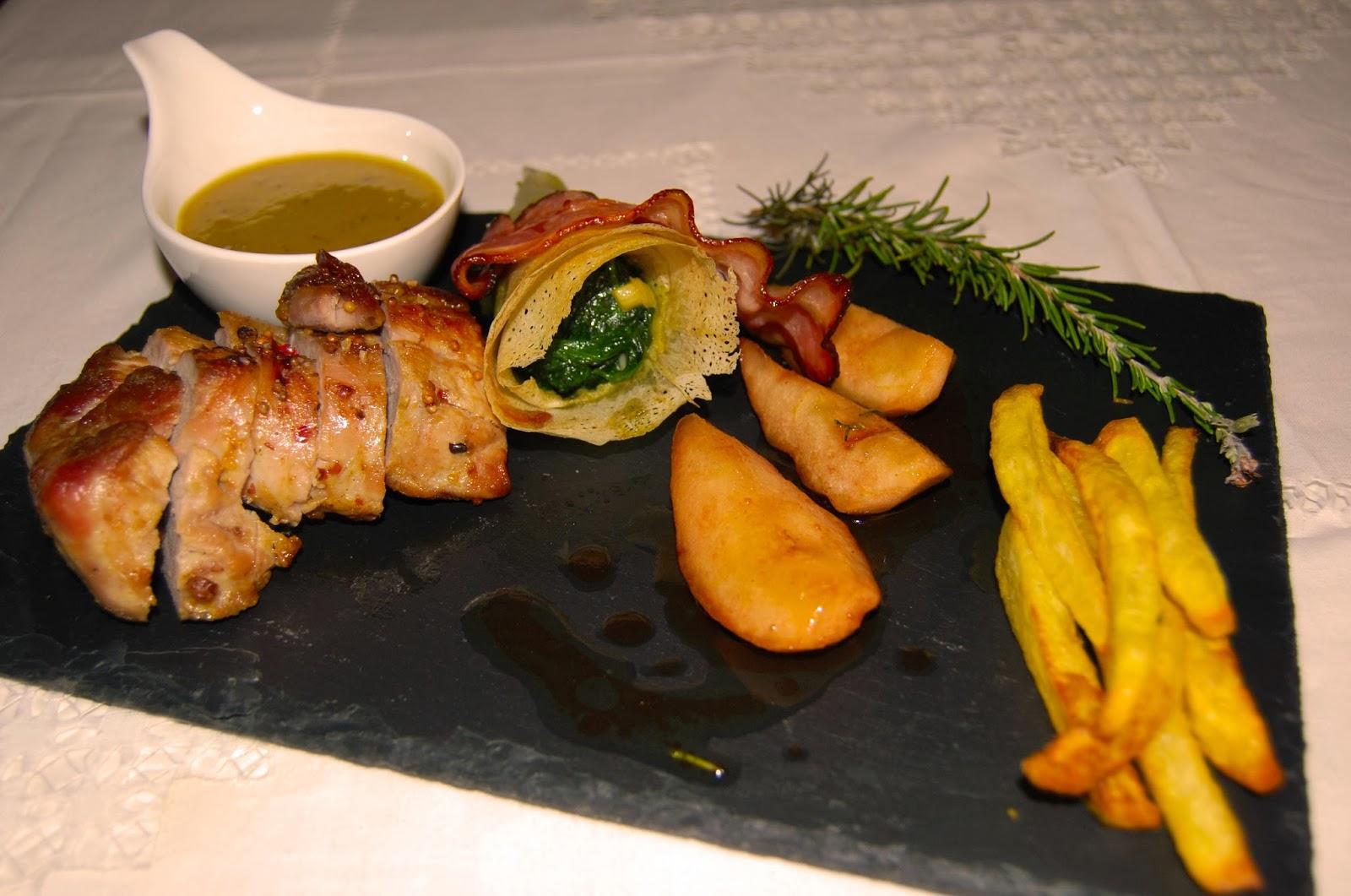 Lombinho de porco com peras caramelizadas e canudos de espinafres