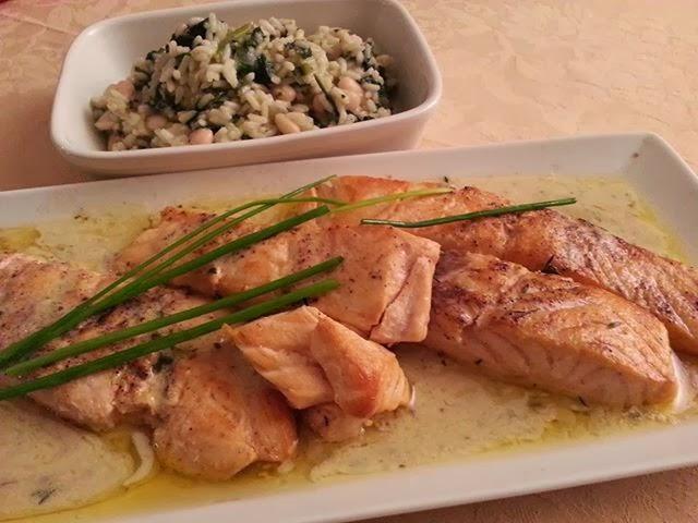 Salmão com arroz cremoso de espinafres e feijão branco