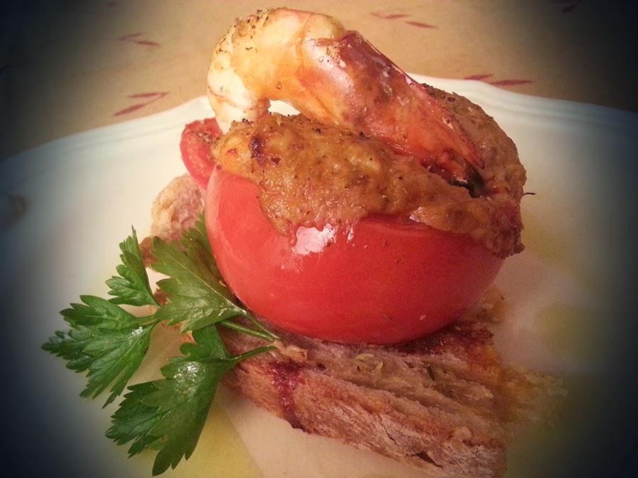 Tomates recheados com atum e camarão