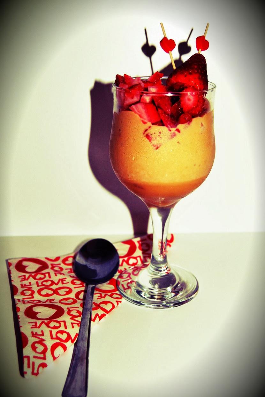 Dia dos Namorados: Mousse de chocolate branco com morangos