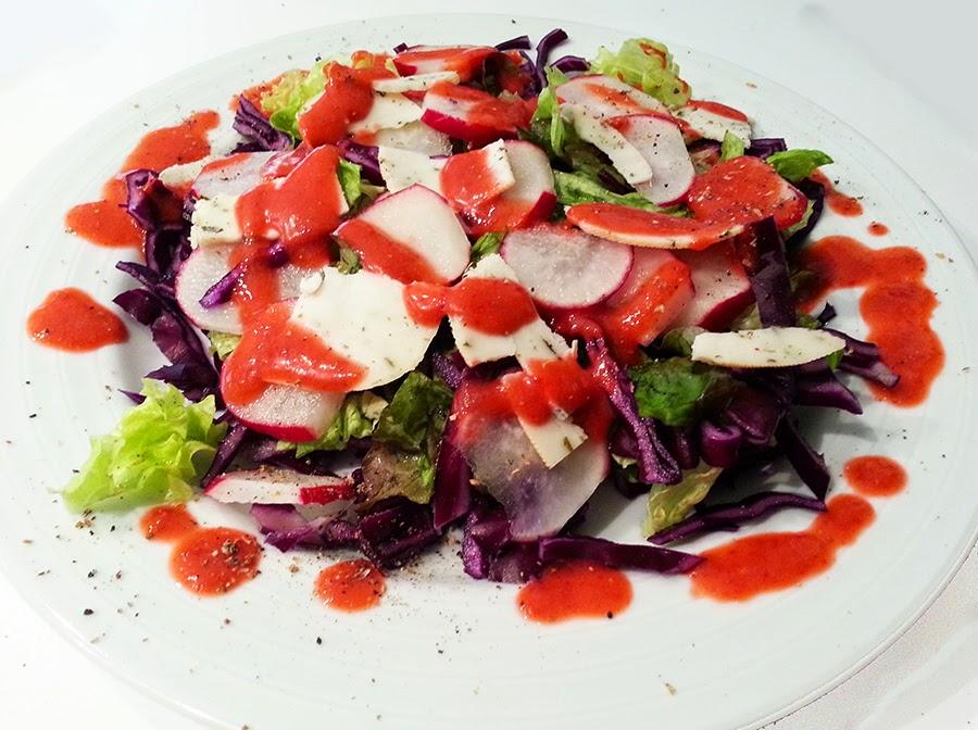 Salada de Primavera com vinagrete de morango