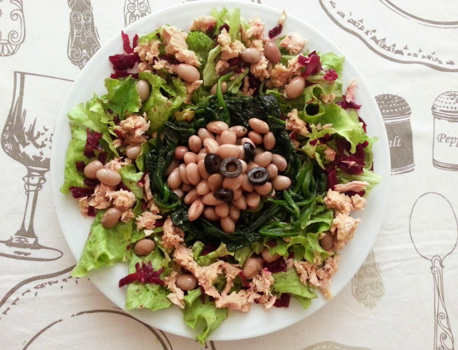 Salada de feijão maduro e atum