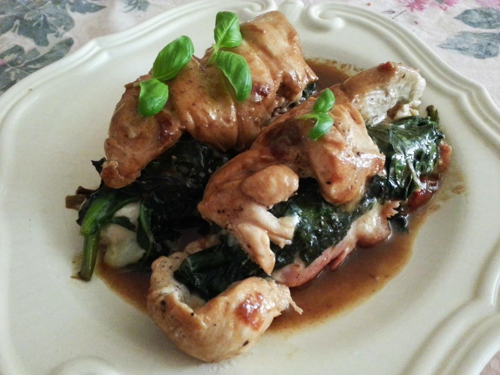 Bifes de frango enrolados com espinafres e molho de soja