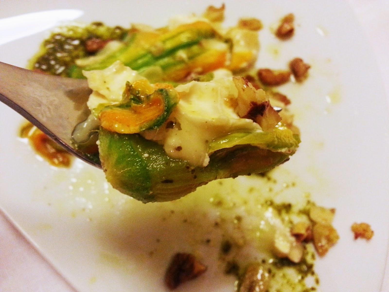 Flores de abóbora recheadas com queijo de cabra