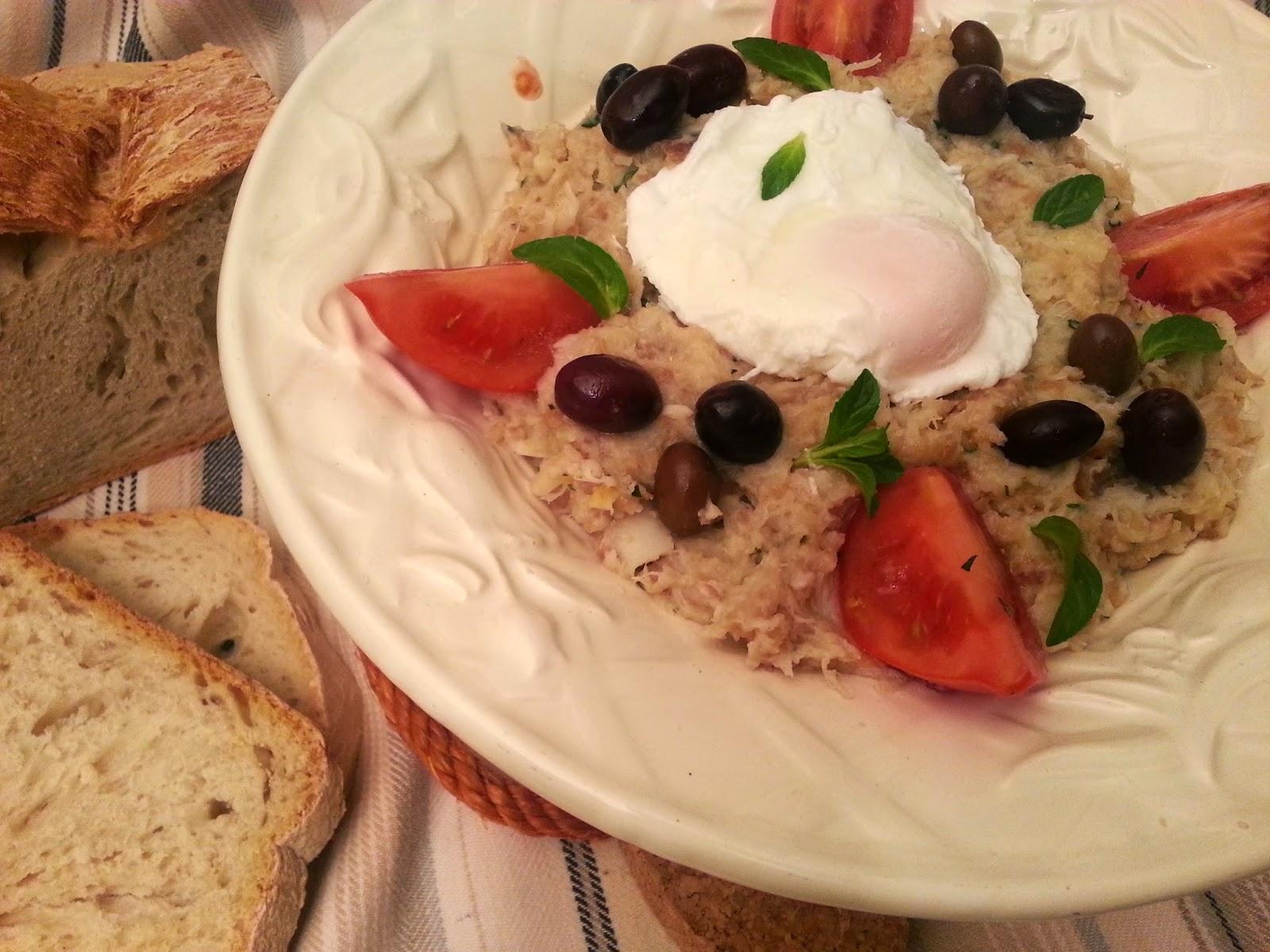 Migas de bacalhau e poejos com ovo escalfado (um fim de semana no delicioso Alentejo)