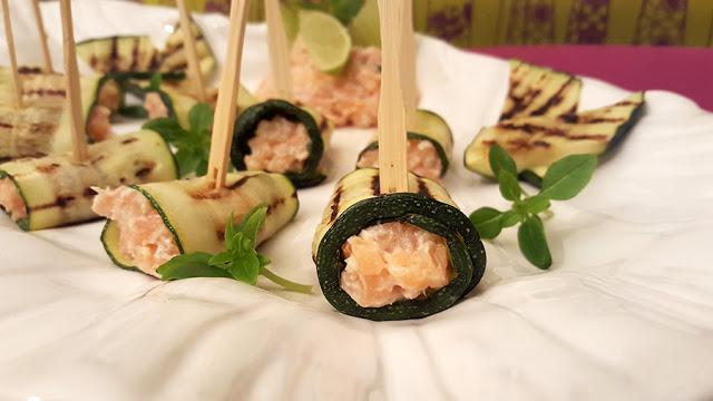 Rolinhos de salmão e requeijão Saloio em courgette grelhada