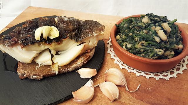 Bacalhau assado com broa de Avintes e migas