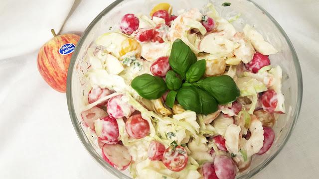 Salada de maçã, tomate e camarão