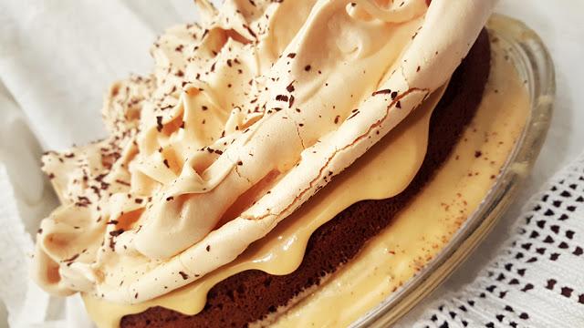 Bolo de chocolate com merengue