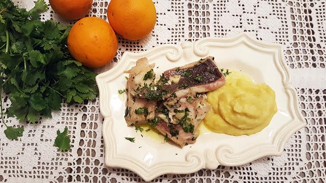 Raia de coentrada com puré de batata doce e laranja