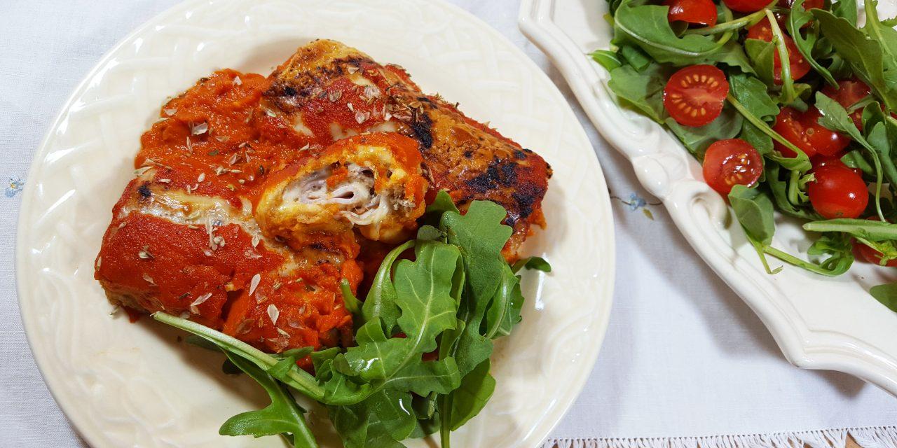 Rolinhos de queijo com molho de tomate
