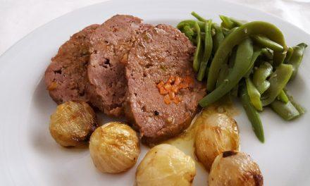 Rolo de carne com legumes