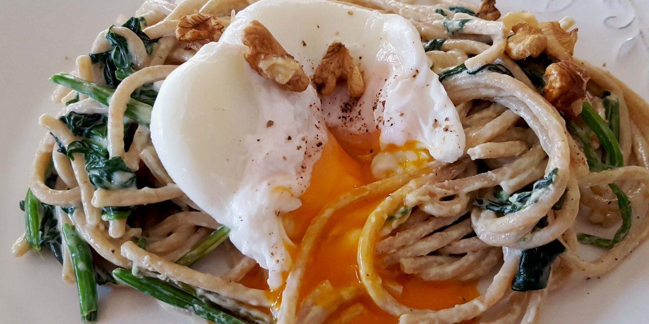 Esparguete integral de espelta com molho de queijo e ovo