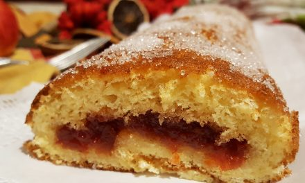 Torta recheada com compota
