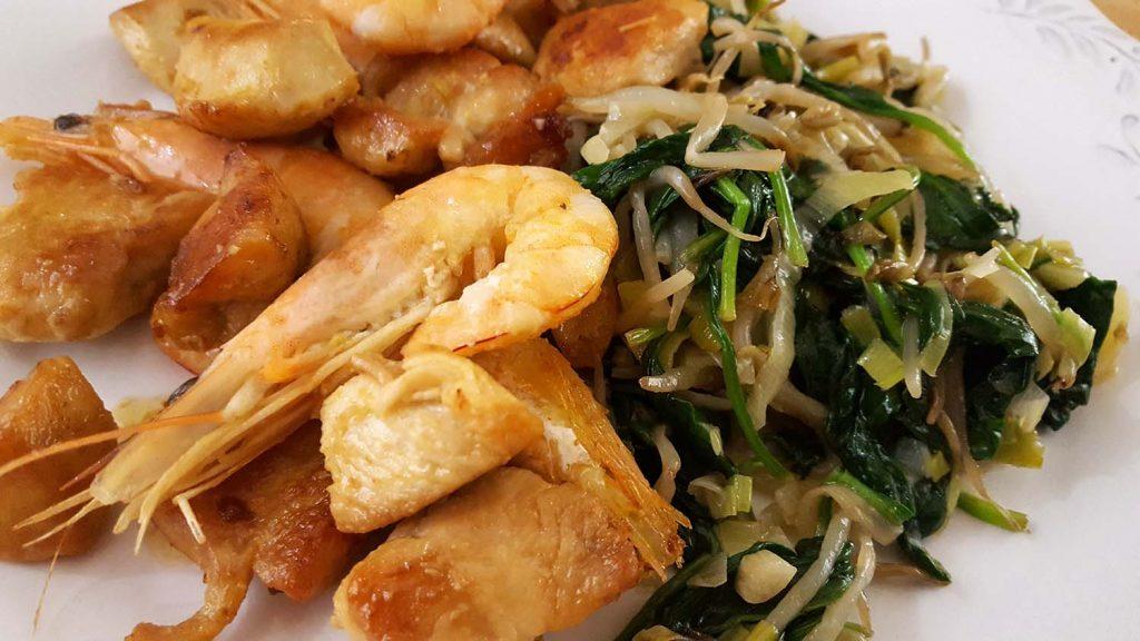 frango com legumes salteados