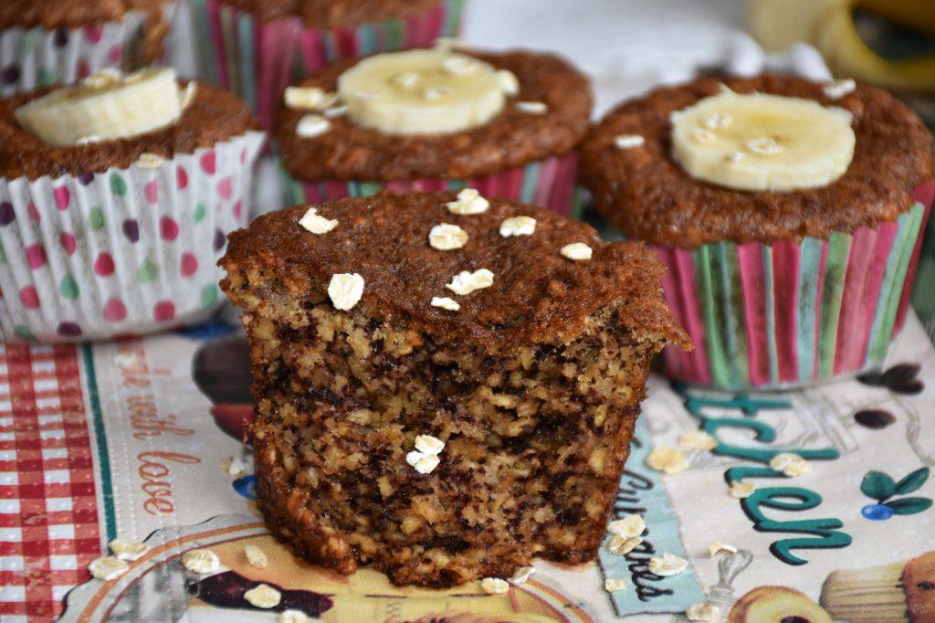 muffins integrais de banana e aveia