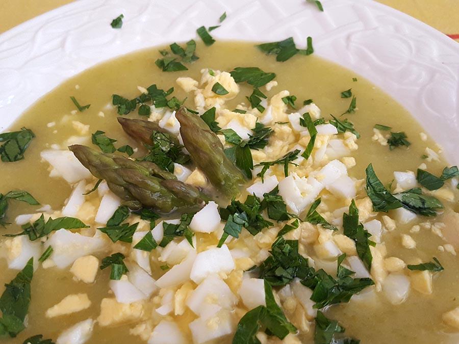 sopa fria com ovos
